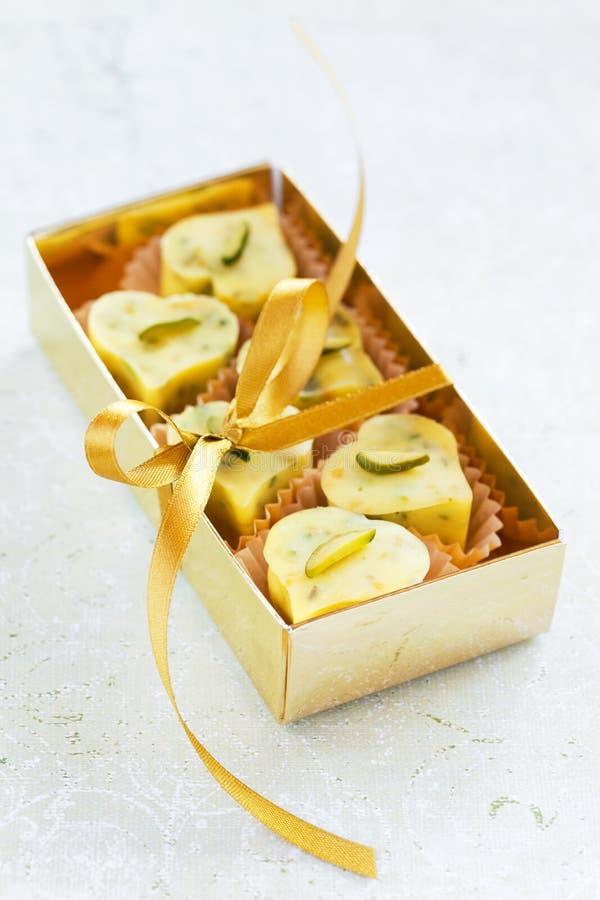 Σπιτική άσπρη καρδιά καραμελών σοκολάτας στοκ φωτογραφία με δικαίωμα ελεύθερης χρήσης