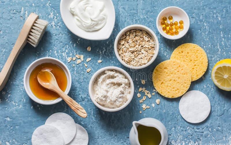Σπιτική έννοια προϊόντων ομορφιάς Φυσική ενυδάτωση, τροφή, καθαρίζοντας μάσκα προσώπου - πετρέλαιο καρύδων, oatmeal, φυσικό γιαού στοκ εικόνα με δικαίωμα ελεύθερης χρήσης