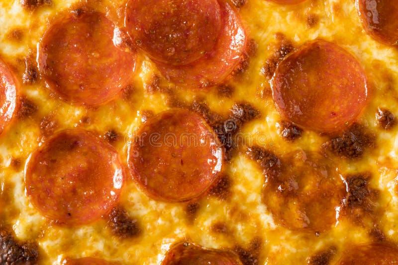 Σπιτική λιπαρή Pepperoni πίτσα της Νέας Υόρκης στοκ εικόνες