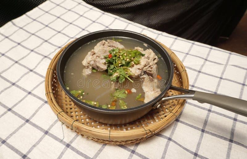 Σπιτική πικάντικη σούπα πλευρών χοιρινού κρέατος στοκ εικόνες