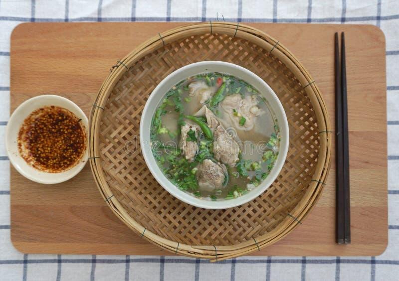 Σπιτική πικάντικη σούπα πλευρών χοιρινού κρέατος στοκ εικόνα με δικαίωμα ελεύθερης χρήσης