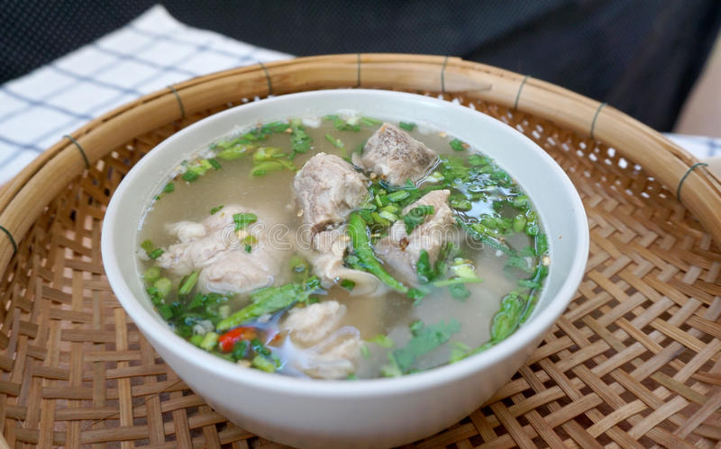 Σπιτική πικάντικη σούπα πλευρών χοιρινού κρέατος στοκ εικόνα