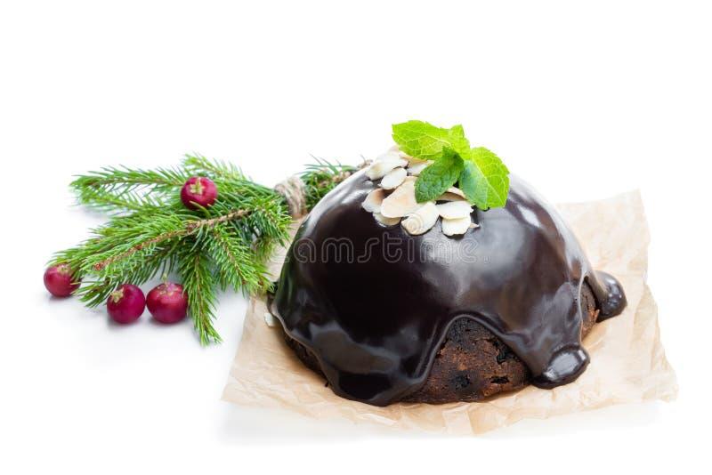 Σπιτική πουτίγκα Χριστουγέννων που απομονώνεται στο λευκό στοκ εικόνα με δικαίωμα ελεύθερης χρήσης