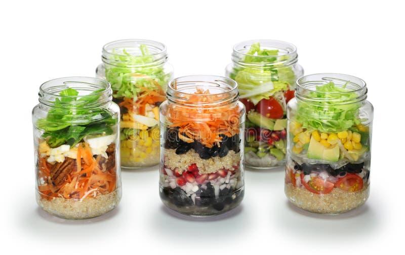 Σπιτική σαλάτα στο βάζο γυαλιού, κανένα καπάκι στοκ φωτογραφία με δικαίωμα ελεύθερης χρήσης