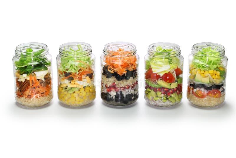 Σπιτική σαλάτα στο βάζο γυαλιού, κανένα καπάκι στοκ εικόνες με δικαίωμα ελεύθερης χρήσης