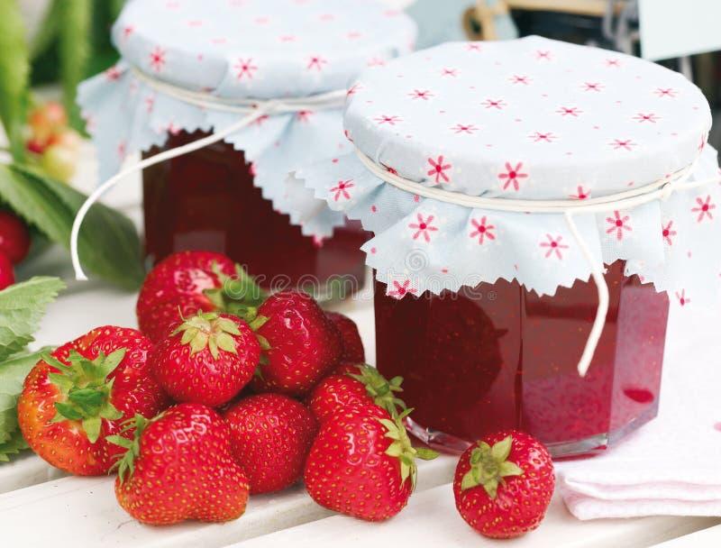 σπιτική φράουλα μαρμελάδ&al στοκ εικόνα