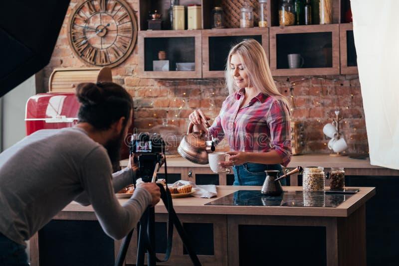 Σπιτική φωτογραφία παρασκηνίων ψησίματος μαγειρέματος στοκ εικόνες με δικαίωμα ελεύθερης χρήσης