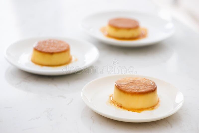 Σπιτική Creme καραμέλα με τη γλυκιά πουτίγκα σιροπιού/κρέμας στοκ εικόνες