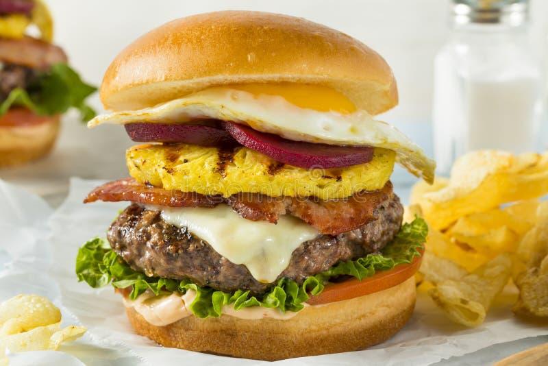Σπιτικοί ανανάς Aussie και Cheeseburger τεύτλων στοκ εικόνες