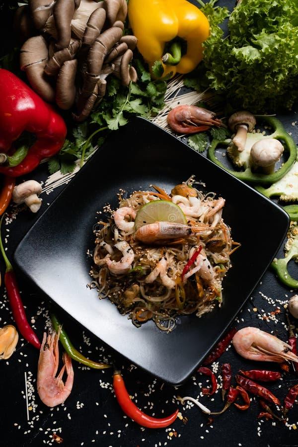 Σπιτικό ασιατικό συστατικό γεύματος γαρίδων θαλασσινών τροφίμων στοκ εικόνα