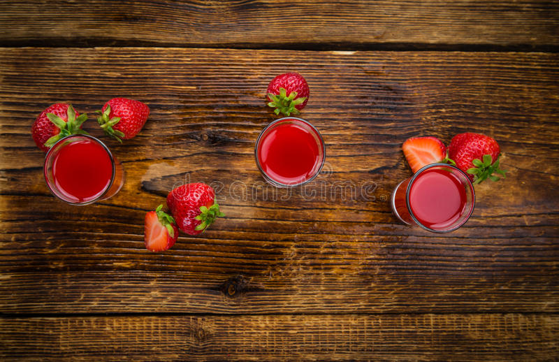 Σπιτικό ηδύποτο φραουλών στοκ φωτογραφία με δικαίωμα ελεύθερης χρήσης