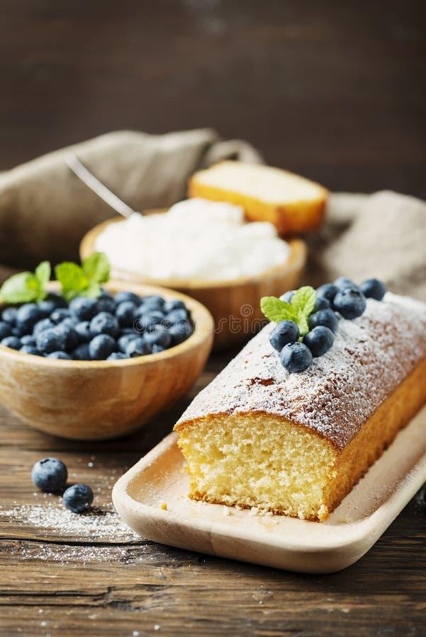 Σπιτικό κέικ δαμάσκηνων στοκ εικόνα
