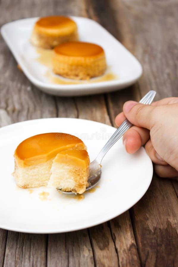 Σπιτικό κέικ κρέμας καραμέλας στοκ φωτογραφία με δικαίωμα ελεύθερης χρήσης