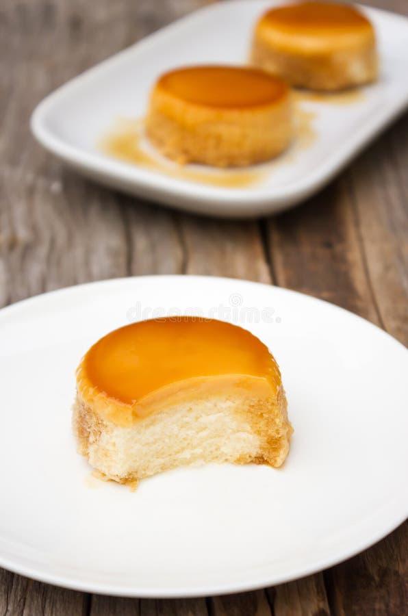 Σπιτικό κέικ κρέμας καραμέλας στοκ εικόνα με δικαίωμα ελεύθερης χρήσης