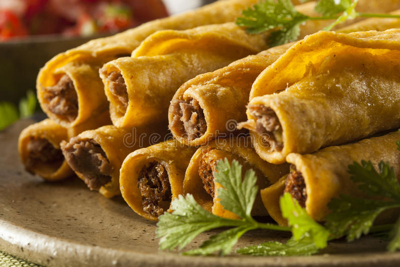 Σπιτικό μεξικάνικο βόειο κρέας Taquitos στοκ φωτογραφία με δικαίωμα ελεύθερης χρήσης