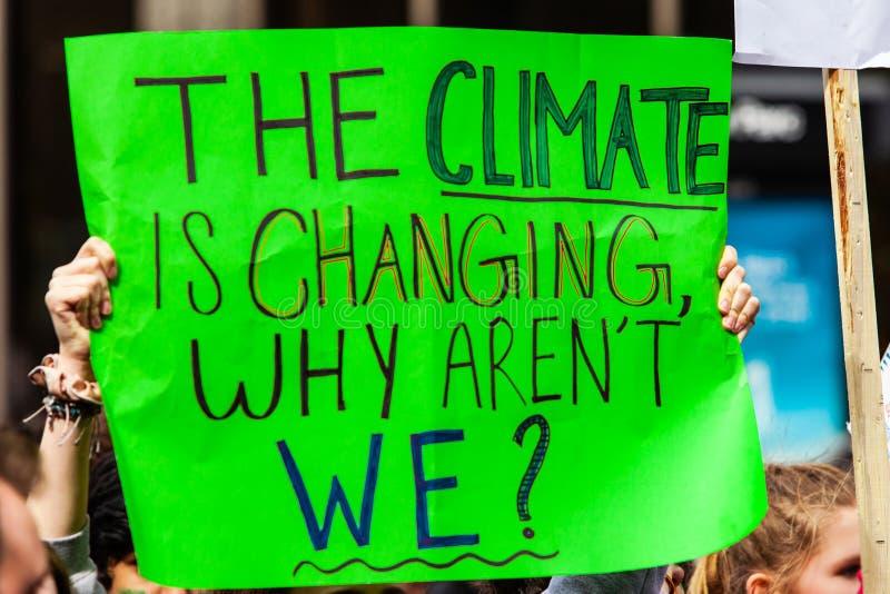 Σπιτικό σημάδι στην περιβαλλοντική συνάθροιση στοκ εικόνες