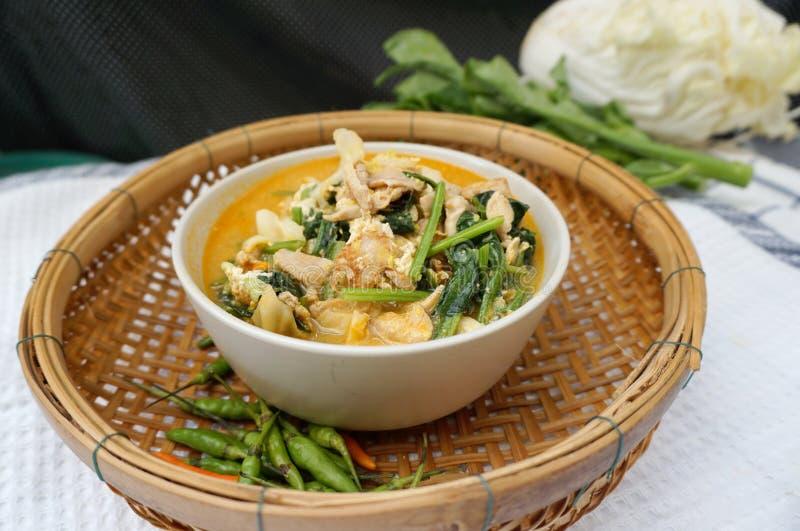 Σπιτικό ταϊλανδικό πικάντικο λαχανικό ύφους με τη σούπα κοτόπουλου στοκ εικόνα με δικαίωμα ελεύθερης χρήσης