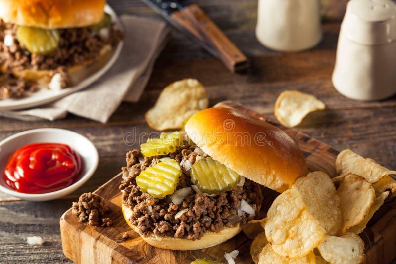 Σπιτικό χαλαρό σάντουιτς ταβερνών κρέατος στοκ φωτογραφία