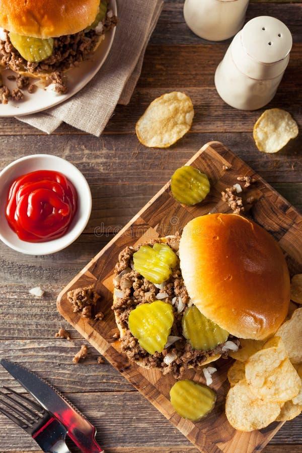 Σπιτικό χαλαρό σάντουιτς ταβερνών κρέατος στοκ εικόνα