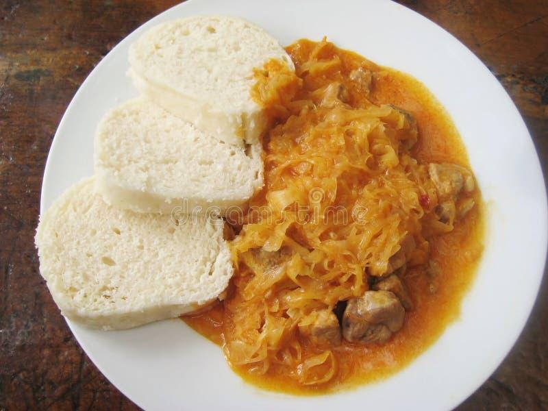 Σπιτικό goulash με το λάχανο και τις μπουλέττες κρέατος στοκ φωτογραφία με δικαίωμα ελεύθερης χρήσης