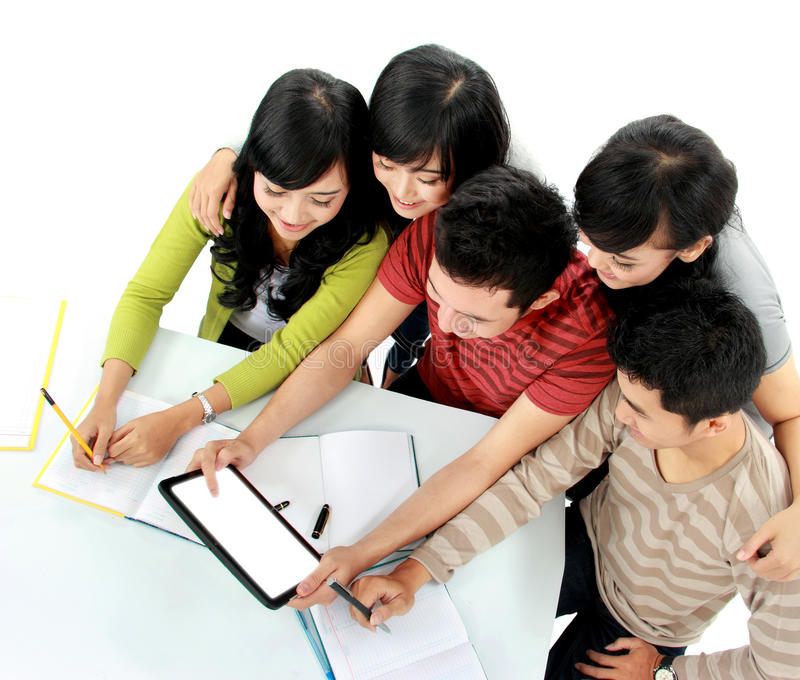 Σπουδαστές με την ταμπλέτα στοκ εικόνες