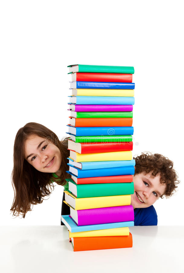 σπουδαστές σωρών βιβλίων στοκ φωτογραφίες με δικαίωμα ελεύθερης χρήσης