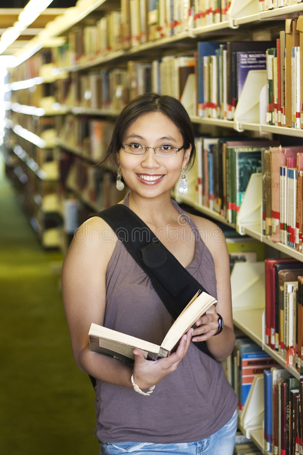 σπουδαστής βιβλιοθηκών στοκ φωτογραφία