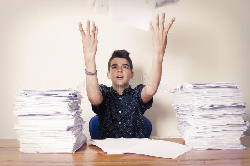 Σπουδαστής παιδιών στο γραφείο στοκ φωτογραφία