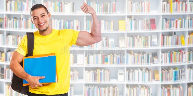 Σπουδαστών νεαρών άνδρων επιτυχίας επιτυχείς άνθρωποι εκπαίδευσης βιβλιοθηκών δύναμης εμβλημάτων ισχυροί στοκ φωτογραφία