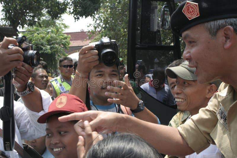 Download σπουδαστές που περιμένουν το γεγονός Εκδοτική Φωτογραφία - εικόνα από κυβερνήτης, κεντρικός: 62712882