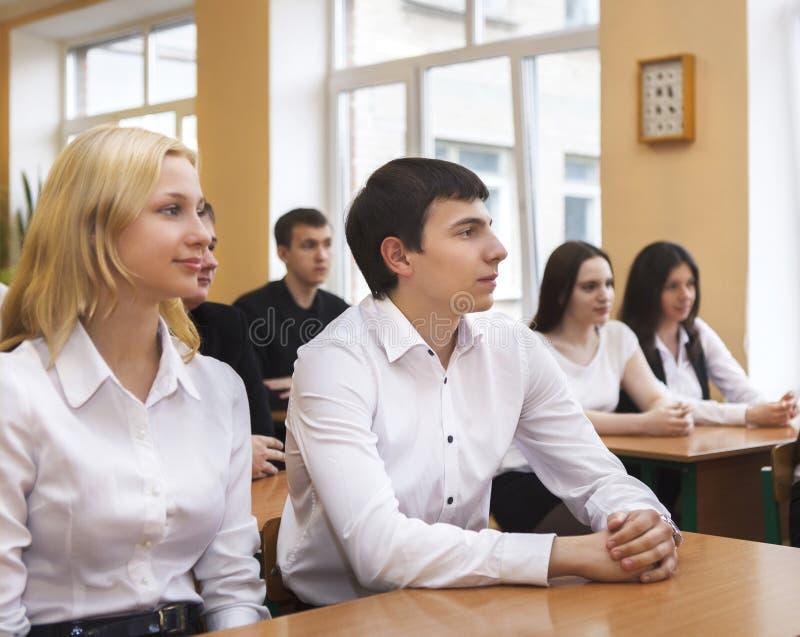 Σπουδαστές στο δωμάτιο κατηγορίας στοκ εικόνα