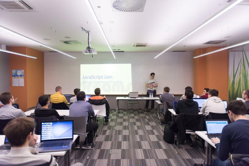 Σπουδαστές τεχνολογίας υπολογιστών στοκ φωτογραφίες με δικαίωμα ελεύθερης χρήσης