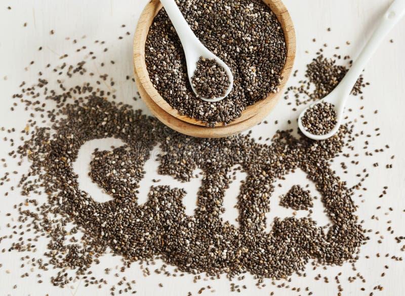 Σπόροι Chia Λέξη Chia που γίνεται από τους σπόρους chia στοκ εικόνα