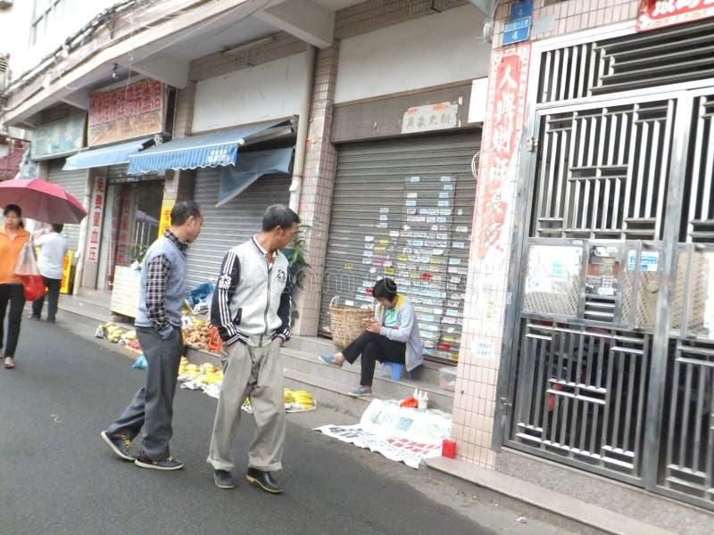 Στάβλοι ακρών του δρόμου που πωλούν τα μικρά προϊόντα στοκ φωτογραφίες