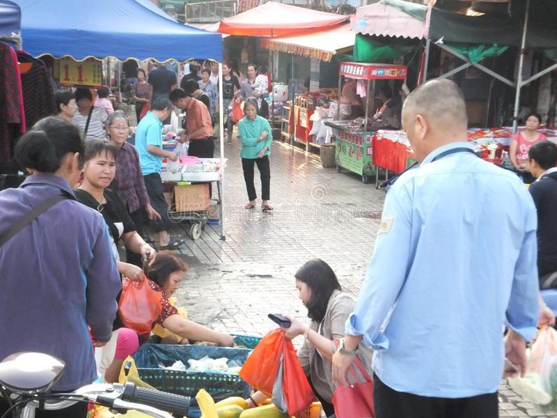 Στάβλοι ακρών του δρόμου που πωλούν τα μικρά προϊόντα στοκ εικόνες