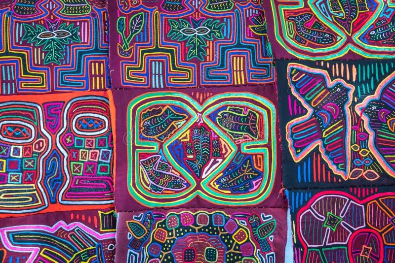 Στάβλος οδών με τα χειροποίητα αναμνηστικά από την πόλη του Παναμά στοκ εικόνα