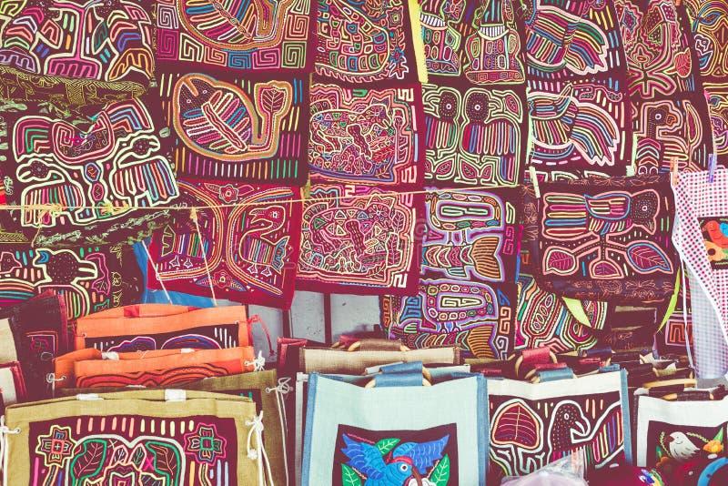 Στάβλος οδών με τα χειροποίητα αναμνηστικά από την πόλη του Παναμά στοκ φωτογραφία με δικαίωμα ελεύθερης χρήσης