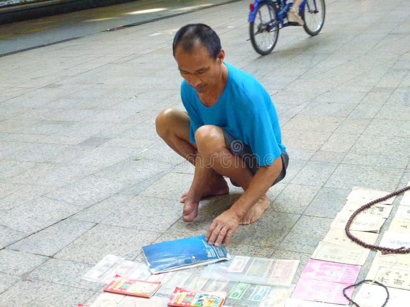 Στάβλοι ακρών του δρόμου, με ειδικές ανάγκες πωλητές στοκ εικόνες με δικαίωμα ελεύθερης χρήσης