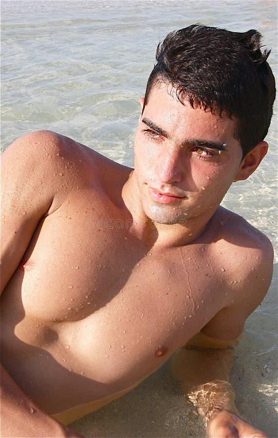 Στάζοντας νεαρός άνδρας   στοκ φωτογραφία με δικαίωμα ελεύθερης χρήσης