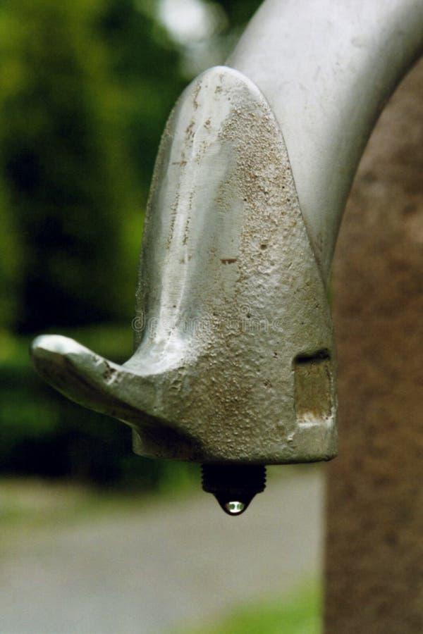 στάζοντας νερό βρύσης στοκ φωτογραφία
