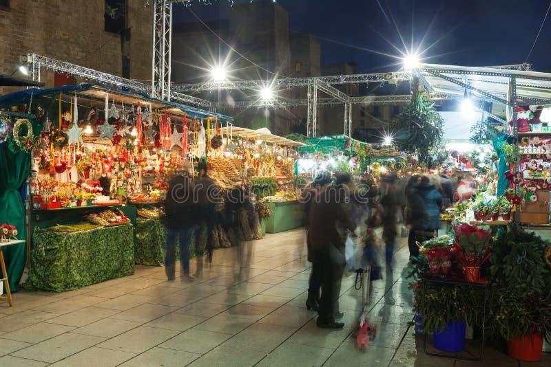 Στάσεις με τα δώρα Χριστουγέννων στη Βαρκελώνη στοκ φωτογραφίες