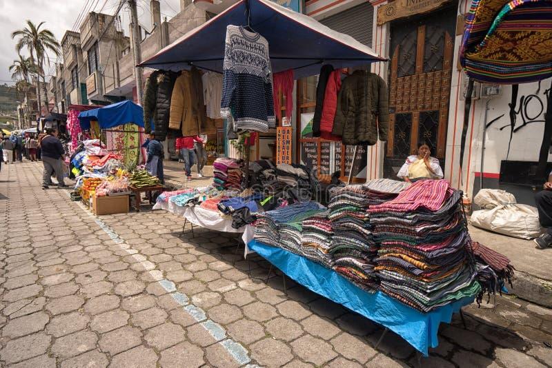 Στάσεις προμηθευτών που τίθενται σε Otavalo, Ισημερινός στοκ εικόνες με δικαίωμα ελεύθερης χρήσης