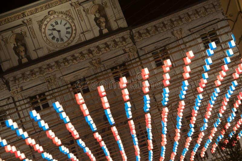 Στάσεις ρολογιών πέρα από τα φω'τα Χριστουγέννων στο Τορίνο στοκ φωτογραφίες