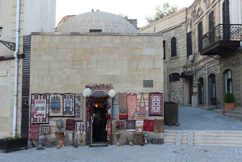 Στάση αναμνηστικών στην παλαιά πόλη του Μπακού στοκ εικόνα με δικαίωμα ελεύθερης χρήσης