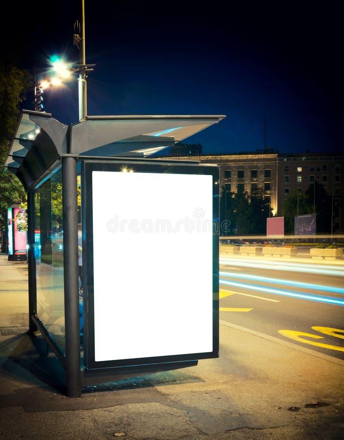 Στάση λεωφορείου νύχτας στοκ εικόνες με δικαίωμα ελεύθερης χρήσης