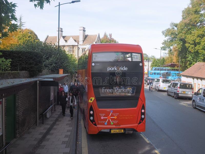 Στάση λεωφορείου στο Καίμπριτζ στοκ φωτογραφίες