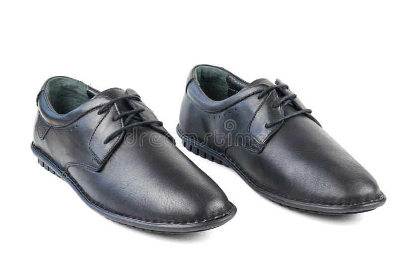 Στάση παπουτσιών των μαύρων ατόμων δέρματος που απομονώνεται δίπλα-δίπλα στο άσπρο υπόβαθρο στοκ φωτογραφίες