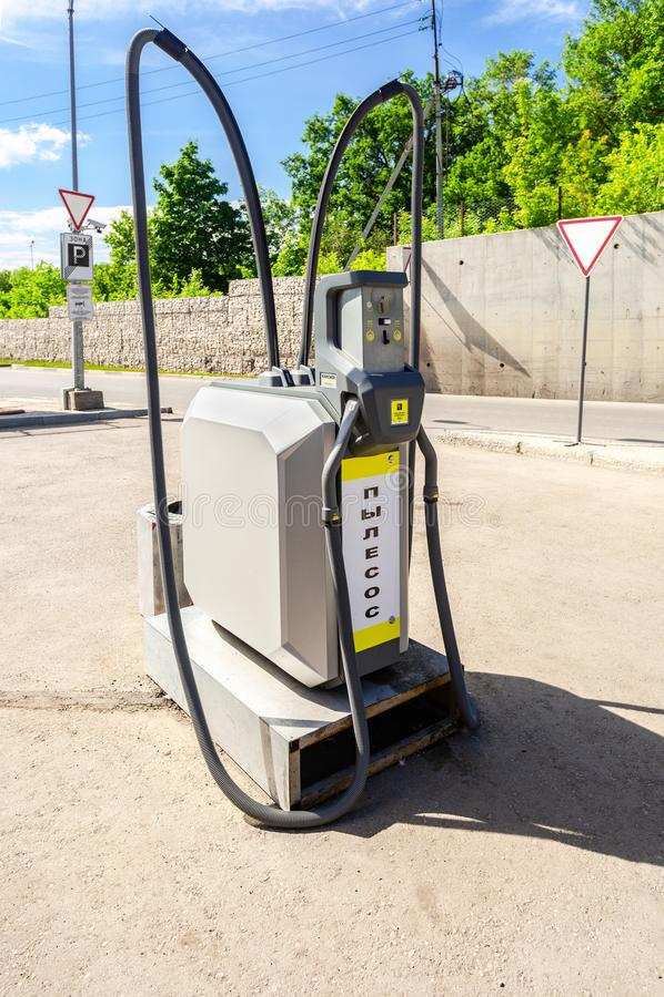Στάσιμη ηλεκτρική σκούπα για τον καθαρισμό αυτοκινήτων στοκ εικόνα
