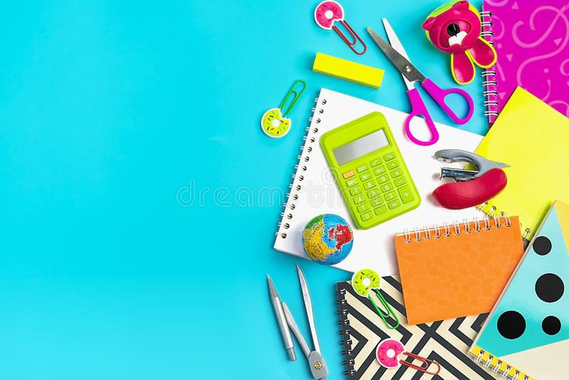 Στάσιμος, πίσω στο σχολείο, το θερινό χρόνο, τη δημιουργικότητα και την έννοια εκπαίδευσης στοκ φωτογραφία με δικαίωμα ελεύθερης χρήσης