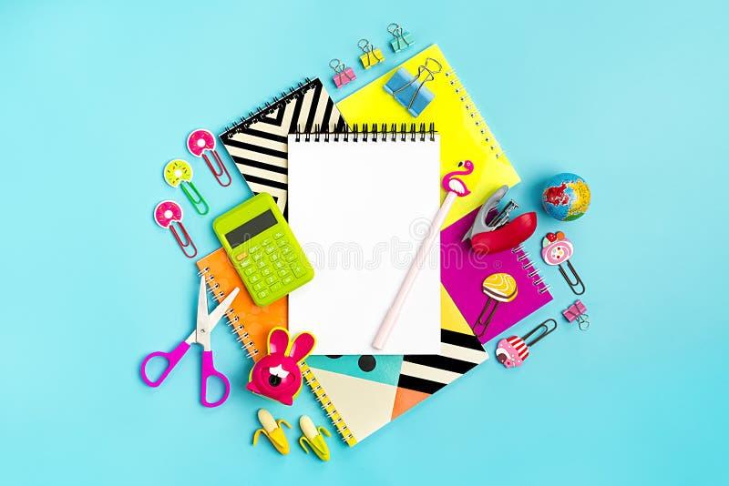 Στάσιμος, πίσω στο σχολείο, το θερινό χρόνο, τη δημιουργικότητα και την έννοια εκπαίδευσης στοκ εικόνες με δικαίωμα ελεύθερης χρήσης